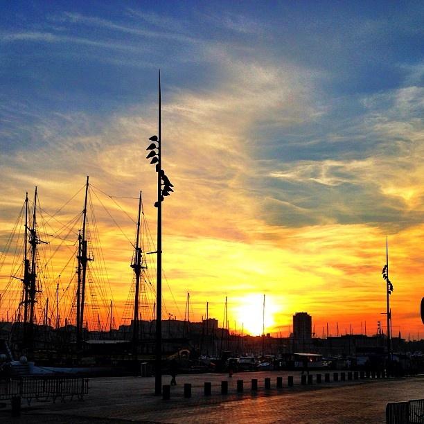 Sunset sur Vieux Port Marseille by @Siropderue de Rue