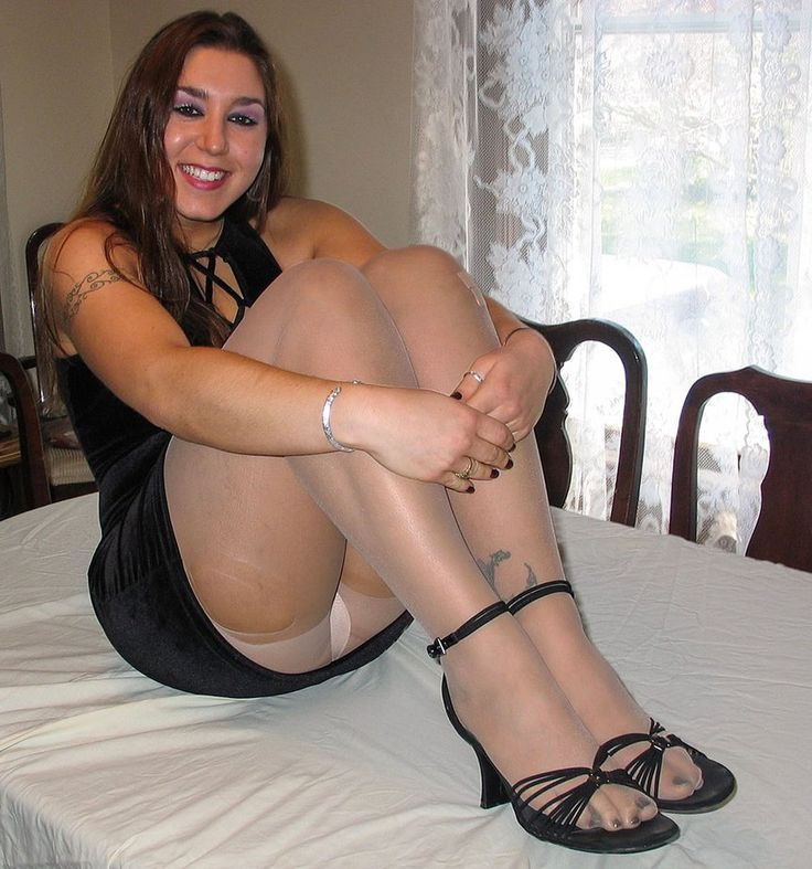 Candid college feet shoeplay in brown flats 4