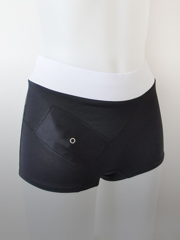 AnnaPS - Boxer Boxi Black&White. Bikini bottoms with short legs with integrated pocket to wear insulin pump. A sturdy sewn - in elastic waist can be folded down. The pocket can be closed from the outside and thats hold the pump in the pocket. Beautiful bikini bottoms.