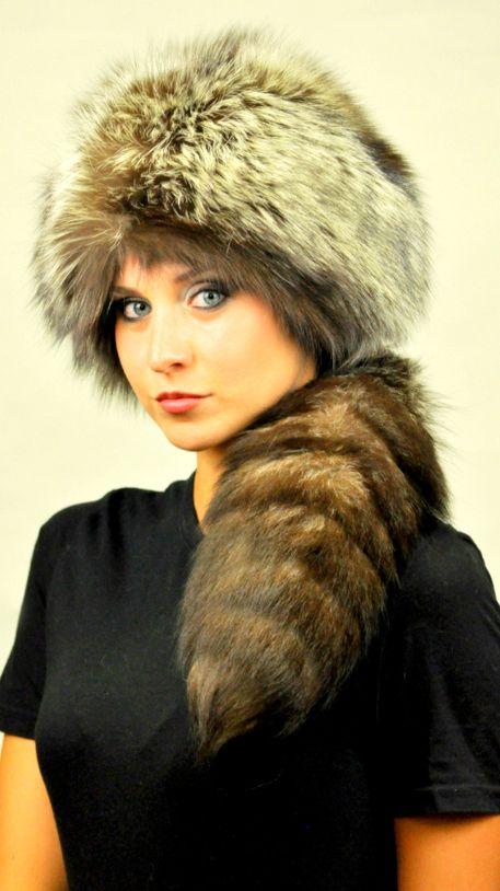 Cappello in pelliccia in autentica volpe argentata naturale, con vera coda.  www.amifur.it