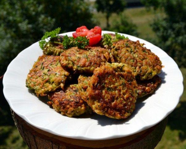 Egy finom Cukkinis-gombás fasírt zabpehellyel ebédre vagy vacsorára? Cukkinis-gombás fasírt zabpehellyel Receptek a Mindmegette.hu Recept gyűjteményében!