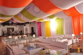 Resultado de imagen para como decorar un techo con telas para una oficina