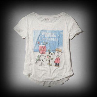アバクロ レディース Tシャツ Abercrombie&Fitch CHARLIE BROWN CHRISTMAS GRAPHIC TEE Tシャツ ★アメリカでも人気のブランドアバクロの今季新作商品。当店では入手困難なアメリカ限定アイテムなども取り扱い中! ★フロントのスヌーピーのグラフィックがガーリーでかわいい!着回せるTシャツは何枚あっても便利。
