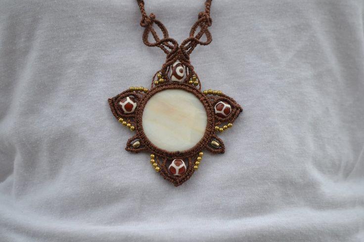 Collana Macramè fatta a mano con madreperla, perline ottone e vetro di EthnicMacrame su Etsy