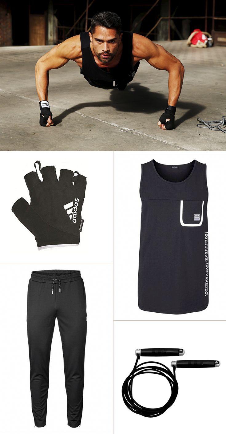 Sportliches Understatement: Das komplett in schwarz gehaltene Outfit von Bruno Banani verzichtet auf überflüssige Details – hier steht eindeutig die sportliche Funktion im Vordergrund. Die Fitness-Handschuhe von Adidas Performance eignen sich ebenso für das Workout am Springseil wie auch an den Hanteln oder anderen Fitnessgeräten.