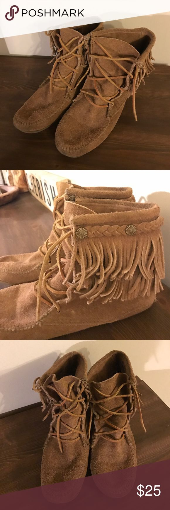 Minnetonka Moccasin Ankle Boots Minnetonka Moccasin Ankle Boots with Fringe Detailing. Good used condition and super comfy! Minnetonka Shoes Ankle Boots & Booties
