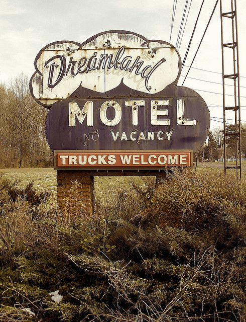 Dreamland Motel ~ Old Neon Sign (I like the horizontal orientation and the way this one looks old and worn-in.)