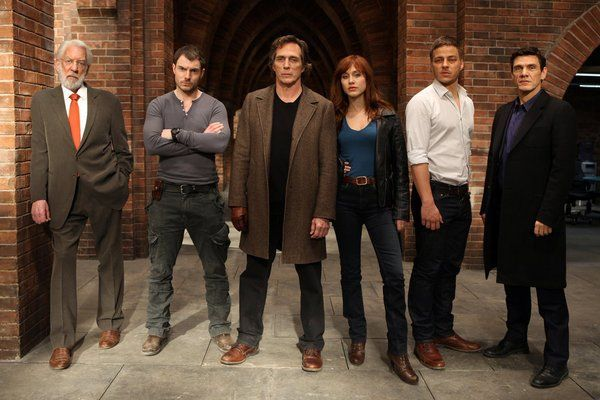 Still of Donald Sutherland, William Fichtner, Marc Lavoine, Gabriella Pession, Tom Wlaschiha and Tommy McConnel in Crossing Lines
