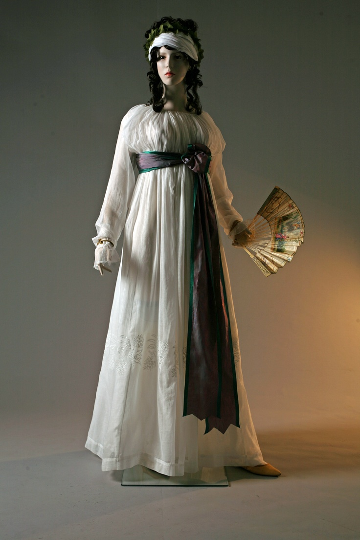 Germaine. Round gown. Indian muslin, white cotton embroidery. France, circa 1796. Private collection Barreto-Lancaster.