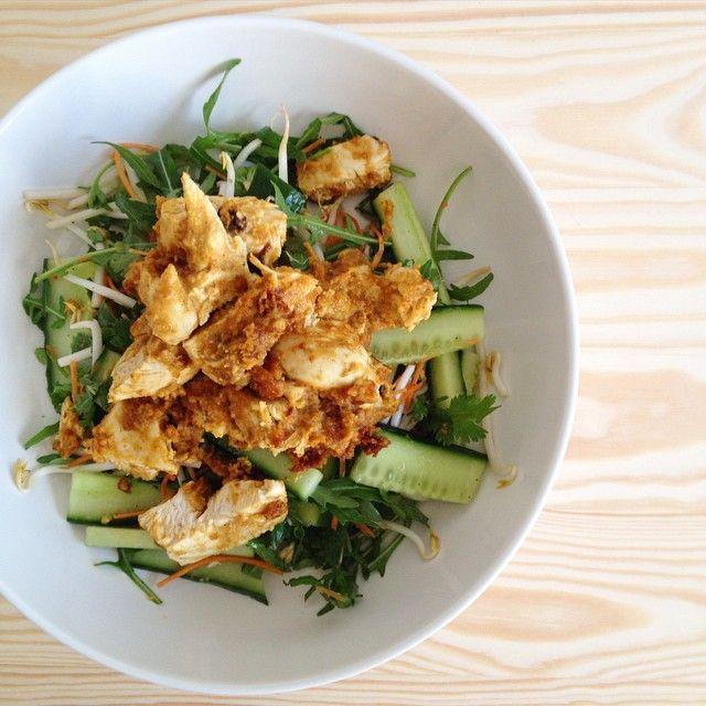 Salade de poulet thaï aux cacahuètes et curry