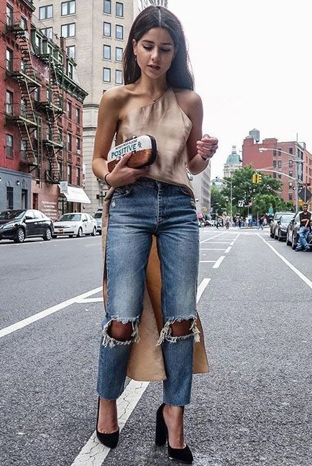 summer outfit, casual outfit, night out outfit, date nigh outfit, party outfit, street style, summer trends 2016 - blush silk top, blush silk tunic, distressed crop jeans, black suede heels, black block heel pumps, clutch