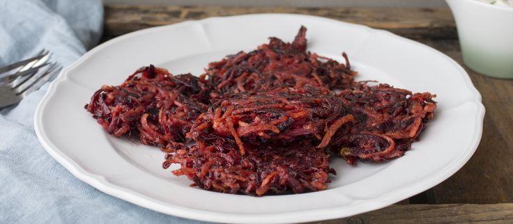 Hehkuvan punaiset raastepihvit syntyvät nopeasti ja niiden kanssa maistuu tuorejuustosta valmistettu kastike. Noin 0,35€/annos