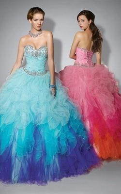 Vestidos de 15 años son muy importantes para cada chica porque el cumpleaños de 15 significa no era una niña nunca.
