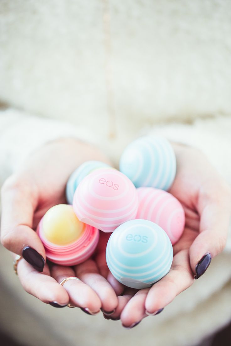 Discover how these eos lip balms saved my lips every season (besides they smell and taste incredibly delicious!!! http://bit.ly/1BJoCm3