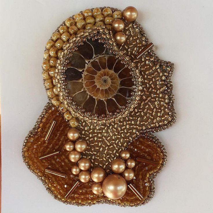 Posting this #handmade #beaded #brooch in honor of #starwarstheforceawakens #princessleia  by @arhangelen ...... Принцесса Лея от @arhangelen  сейчас как раз актуально )))