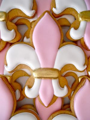 fleur de lis cookie, like this color combination, could also do yellow purple and green for mardi gras