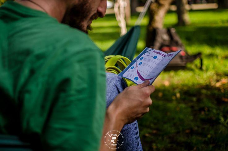 Un mic material de informare asupra folosirii corecte a hamacelor in parc. Grosimea copacilor de care atârnăm hamacele cât și protecția scoarței copacilor sunt elementele cheie pentru conceptul leave no tracks.