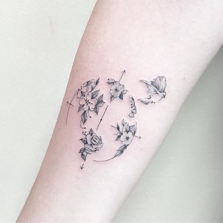 Compass and flowers #tattoo See this Instagram photo by @luiza.blackbird • 5,879 likes