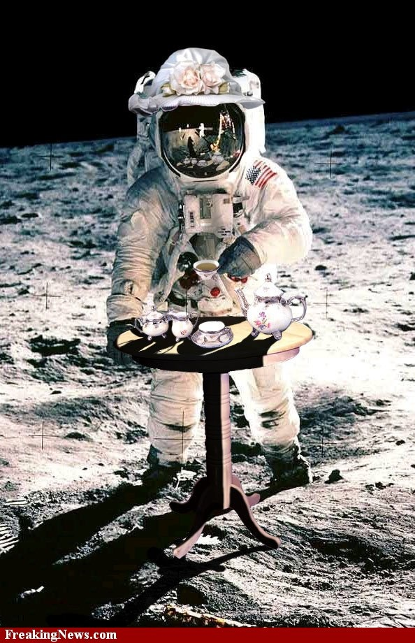 astronaut on the moon pictures - HD 859×1300