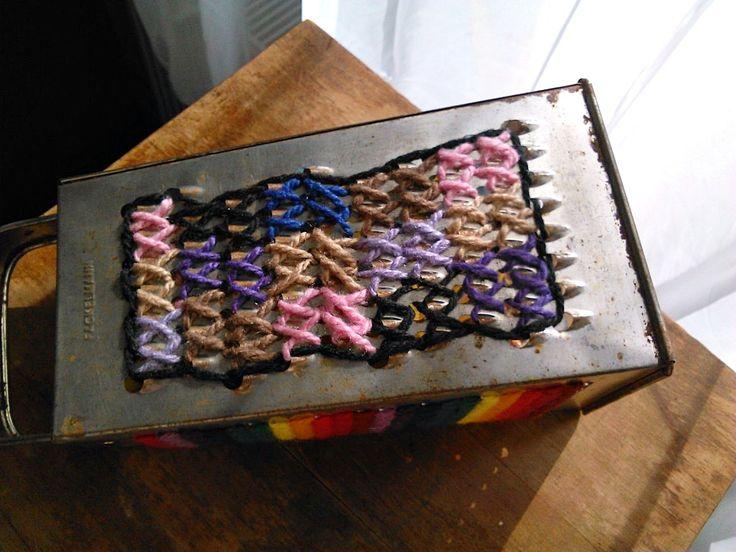Keresztöltéssel díszített konyhai reszelő, cross stitch, grater