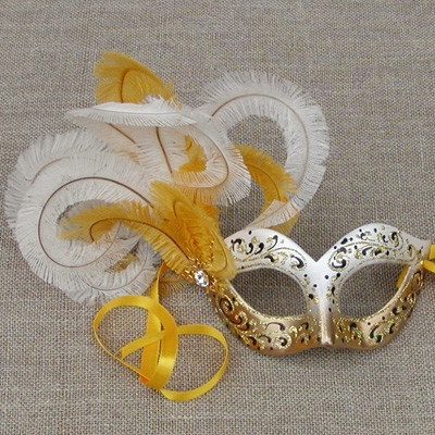 Colombina Cascade Canary Gold/YellowCanary Gold Yellow, Gras Masks, Feathers Masquerades, Ball Prom, Mardi Gras, Gold Masquerades, Cascading Canary, Colombina Cascading, Fashion Sense