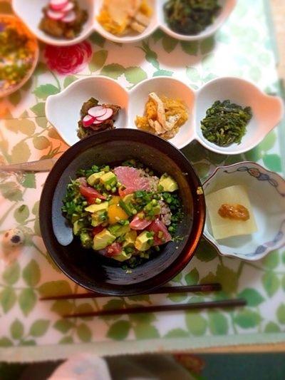マグロアボカド丼とトレーダージョーズのピスタチオ達。 by pikoさん ...