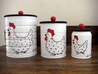 Latinhas pintadas com galinhas.