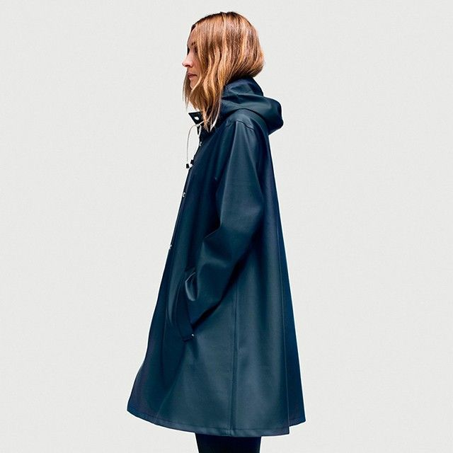 Stutterheim Raincoats LOVE this raincoat, i wonder if it will still look cute on a shorty like me...hmm?