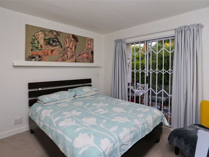 The Riverview I  - The Riverview I is situated in the charming town of Hout Bay.This ground floor apartment has two bedrooms, a well-equipped kitchen, a lounge, as well as an outdoor area. Perfect for people without transport. ... #weekendgetaways #houtbay #capemetropole,peninsula #southafrica