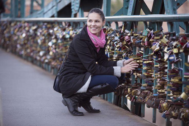 Most Zakochanych - poszukiwania kłódki od męża
