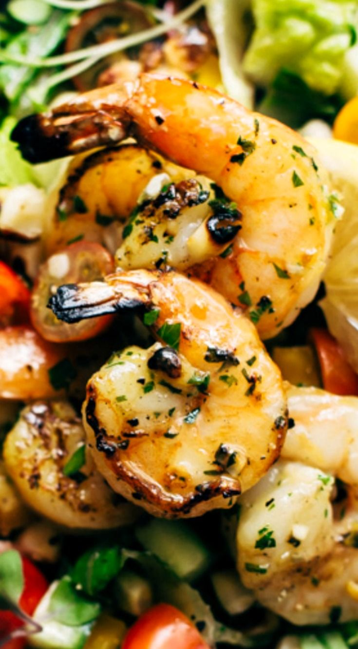 Super Fresh Grilled Shrimp Salad with Honey Mustard Vinaigrette ~ A simple salad with grilled romaine, shrimp, corn, and peppers. Top if off with the honey mustard dressing!