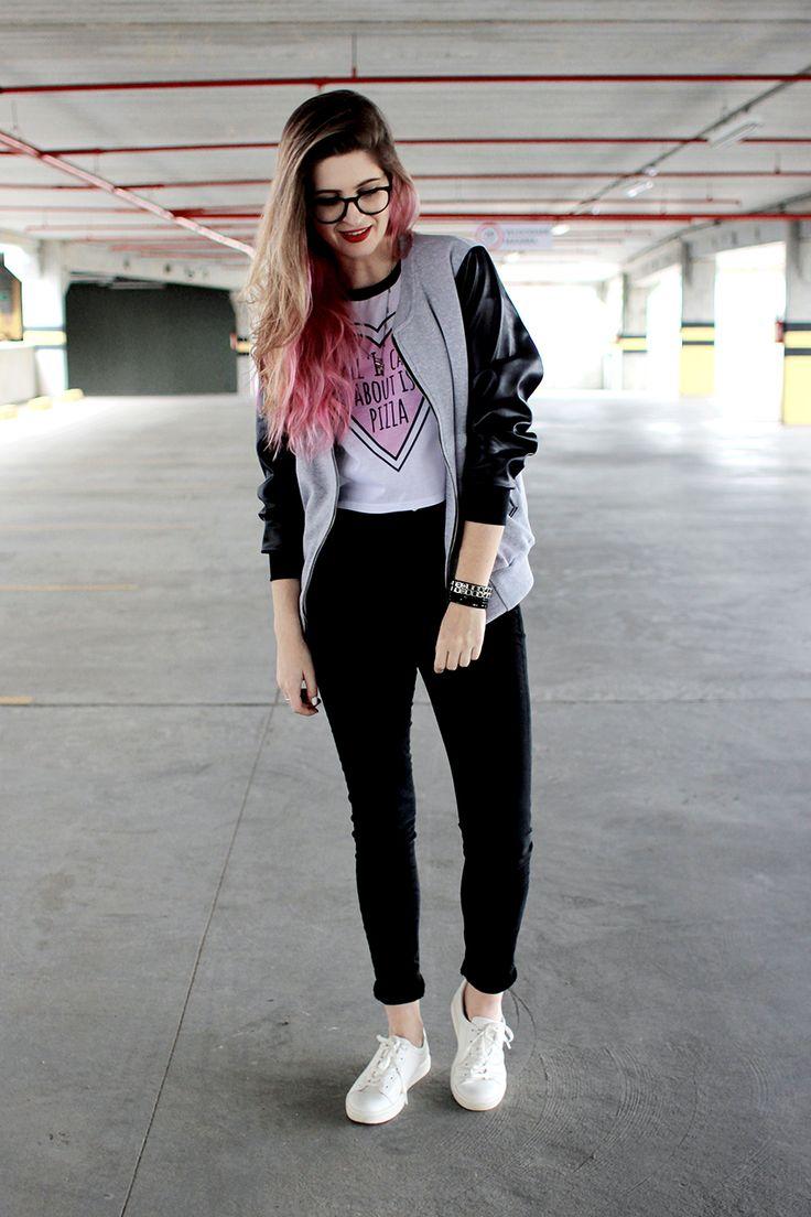 Meninices da Vida: Look: Cropped, jaqueta, calça cintura alta e tênis branco.