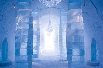 The world's largest hotel made of ice and snow in Jukkasjarvi, Sweden. You can stay in 'warm' or 'cold' accomodations, aka - you can sleep on a bed or a block of ice. Which would you choose? :): Bucketlist, Bucket List, Ice Hotel Sweden, Favorite Places, Dream, Places I D, Icehotel, Travel, Hotels