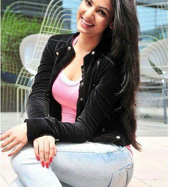 Stunning Sonal chauhan #sonalchauhan #beauty #celeb