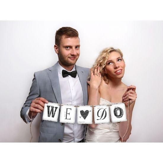 Bruiloft mini letterslinger We Do. Off-white papieren slinger met de tekst: We Do. De lengte van de slinger is 77 cm.