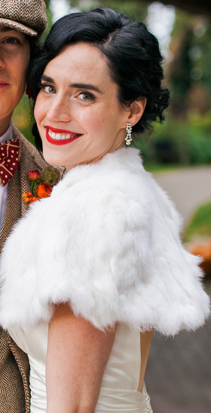 Bold and daring red lips on an autumn bride