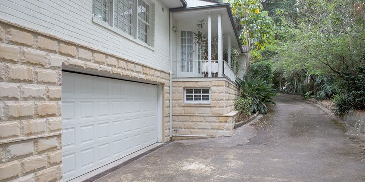 The Teakwood Rockfaced Wall Cladding stone has that sandblusted texture which looks more like the Sydney sandstone gang sawn finish. A perfect entrace to your home carport. Visit our website to learn the various characteristics of each stone and receive individual assistance in choosing just the right product to beautify your home and garden http://ow.ly/657P308Ia5H
