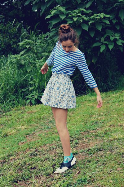 Short green ankle socks, black and white derby shoes, white and blue flowered skirt, blue striped tee-shirt
