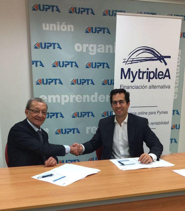 #MytripleA firma en marzo de #2016 un #acuerdo con #UPTA. En la foto, #Sergio #Antón #CEO y #cofundador de #MytripleA cerrando el acuerdo. Lee los detalles pinchando en la imagen.
