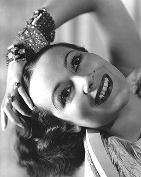 Nacido Lolita Dolores Martínez Ansunsolo López Negrette el 3 de agosto de 1904 en Durango, México DOLORES DELRIO. Murió el 11 de abril de 1983 de la insuficiencia hepática causada por hepatitis en Newport Beach, CA