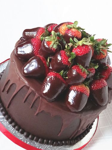 Chocolate and Strawberries Cake #Chocolate #Strawberries #Cake
