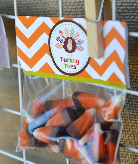 Turkey Toes Thanksgiving Party Favor #thanksgiving #turkeytoes