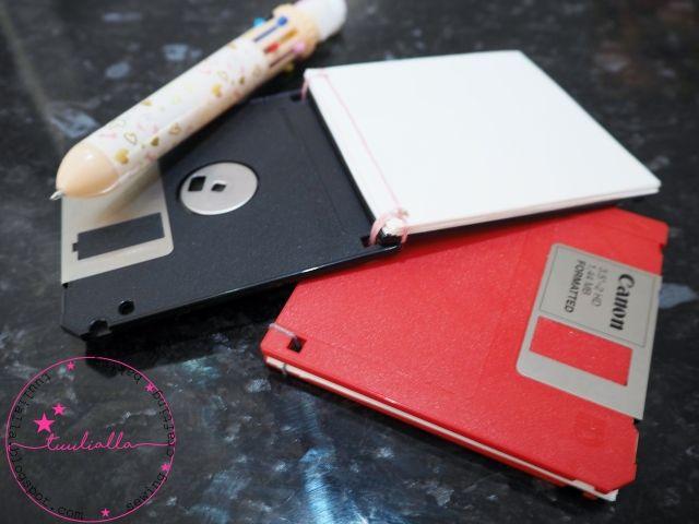 Vanhoista disketeistä muistivihko. Notebooks made from old floppy disks.