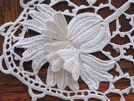 Em's Heart Antique Linens -Antique Irish Crochet Lace Inserts--the detail on this is exquisite.