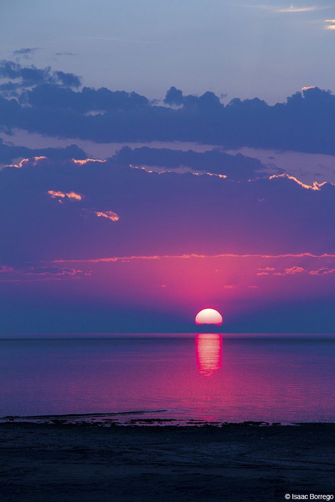 Salt Lake sunset, Utah, USA (by Isaac Borrego)