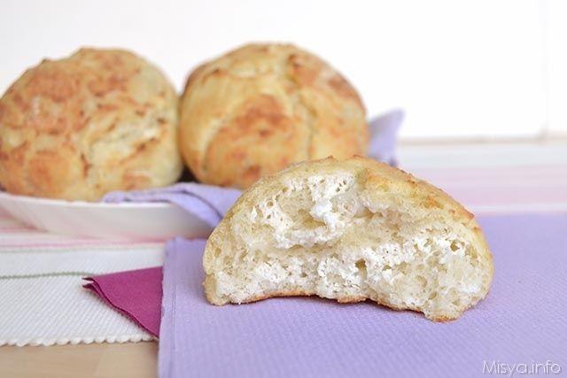 I panini di ricotta sono un tipico pane sardo, in dialetto si chiamano panini de arrascottu, sono ottimi per pranzo da soli, per accompagnamento o per un