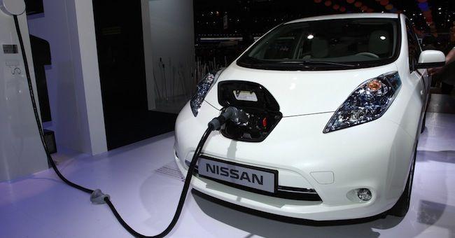 Auto elettriche: Nissan presenta ricarica veloce Fast-E