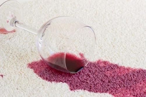 Guide: Come #eliminare le #macchie di vino rosso dai tessuti (link: http://ift.tt/25FYibp )