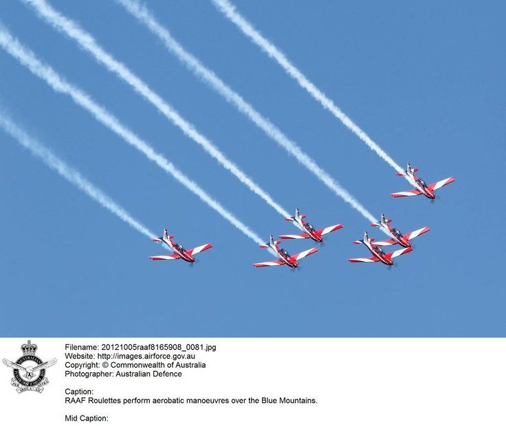 20121005raaf8165908_0081.JPG    RAAF Roulettes perform aerobatic maneuvers over the Blue Mountains. © Commonwealth of Australia