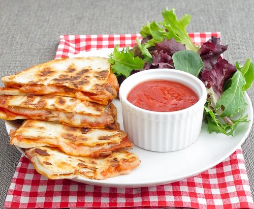 Pizza Quesadilla... Doug 'invented' them in our house awhile ago. So yummy.: Food Ideas, Fast Lunches, Cheesy Pizza, Pepperoni Pizza, Dinners, Dips Sauces, Dipping Sauces, Pizzaquesadilla, Pizza Quesadillas